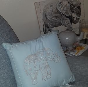 Cozelle🐘 New With Tags Decor Pillow